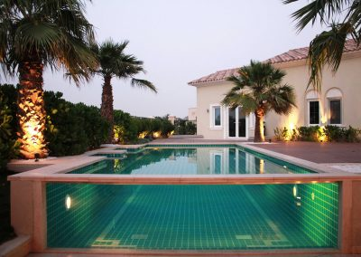 Pool front